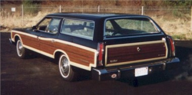 1973_Ford_Country_Squire_2_back